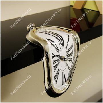 Стекающие часы Дали